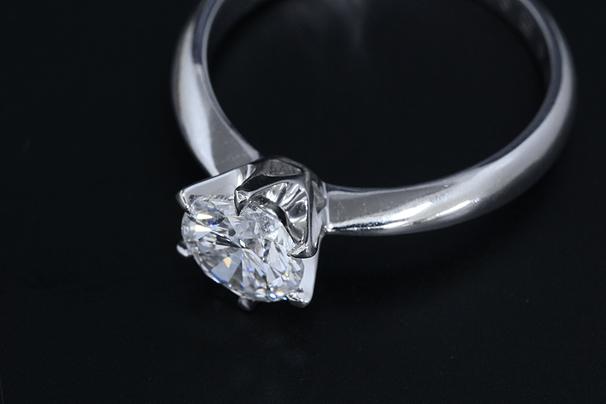 ダイヤモンドリング Pt900 1カラット