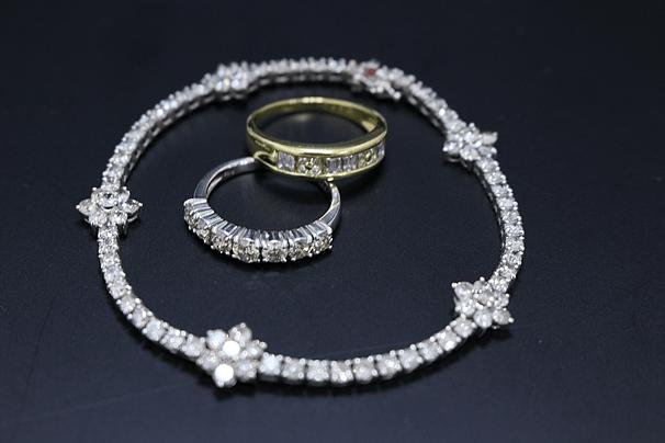 ダイヤモンドジュエリー、指輪、ブレスなど
