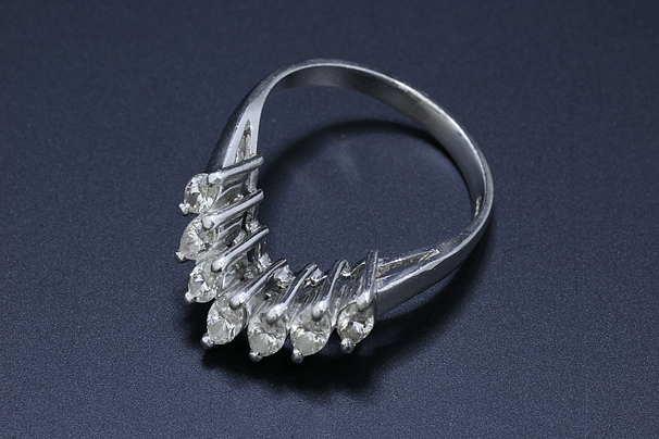 V字ダイヤモンドリング Pt900