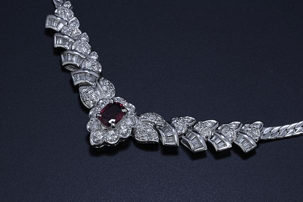 プラチナ製ルビー・ダイヤモンドネックレス